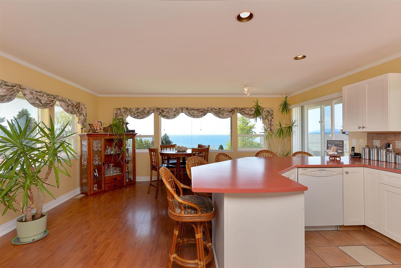 Photo 5: Photos: 4797 TAMARACK Place in Sechelt: Sechelt District House for sale (Sunshine Coast)  : MLS®# R2262210