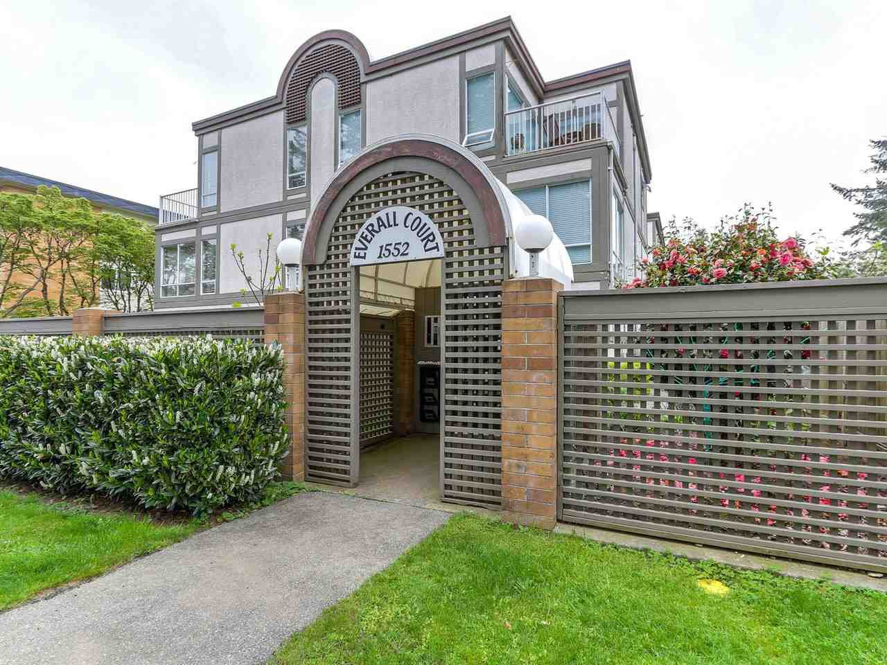 "Main Photo: 3 1552 EVERALL Street: White Rock Townhouse for sale in ""EVERALL COURT"" (South Surrey White Rock)  : MLS®# R2265782"
