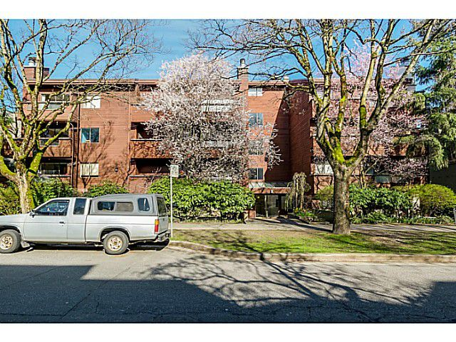 Main Photo: 204 1827 W 3RD Avenue in Vancouver: Kitsilano Condo for sale (Vancouver West)  : MLS®# V1109586