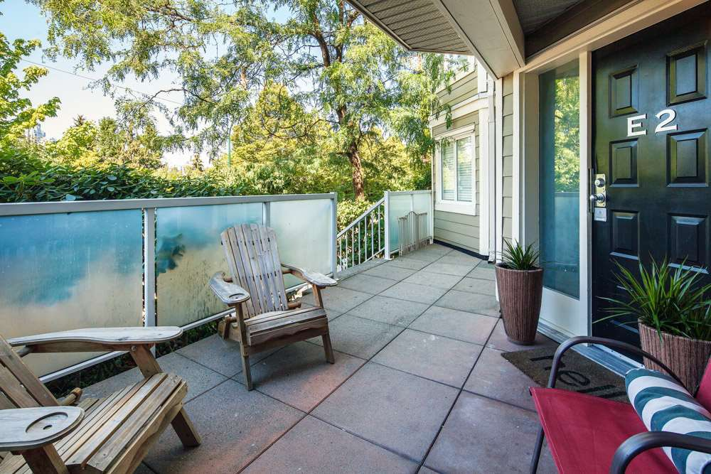"""Main Photo: E2 1100 W 6TH Avenue in Vancouver: Fairview VW Townhouse for sale in """"FAIRVIEW PLACE"""" (Vancouver West)  : MLS®# R2189422"""