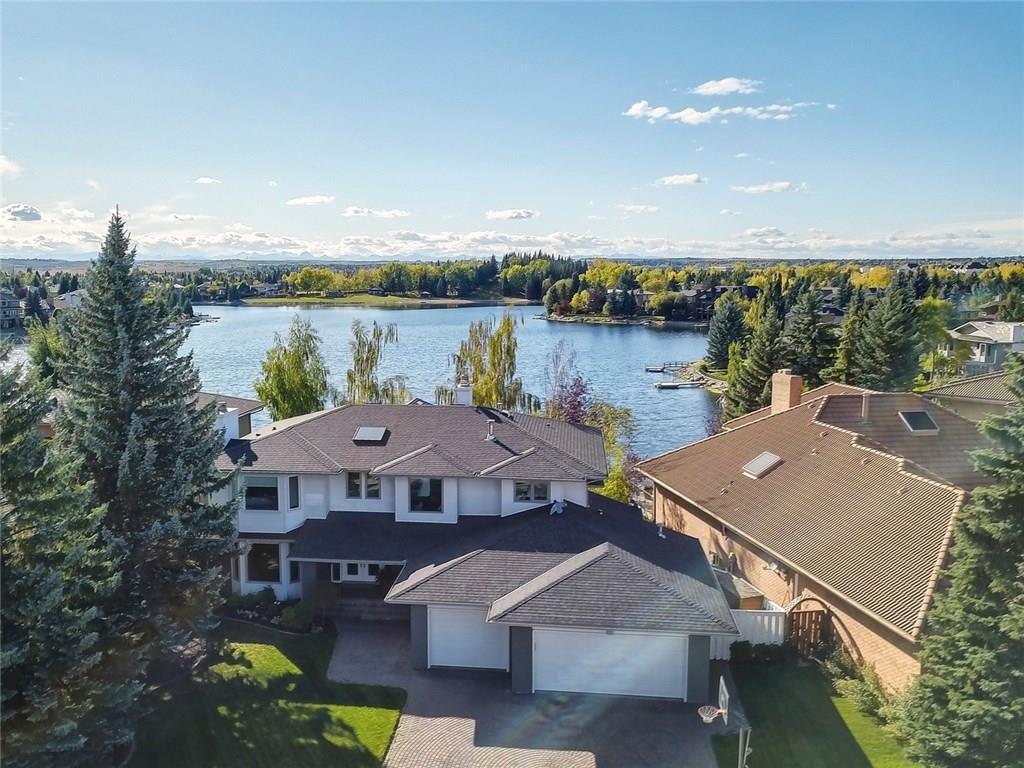 Main Photo: 4 Suncastle Crescent SE in Calgary: Sundance House for sale : MLS®# C4135411