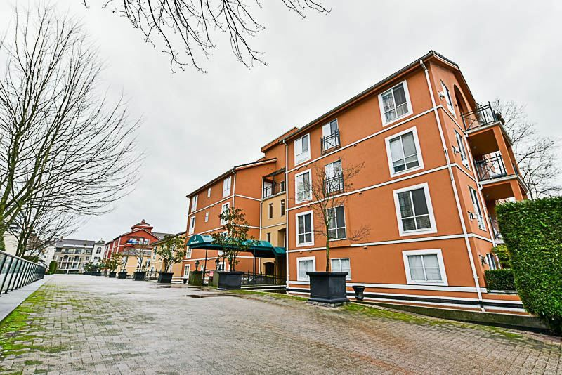 Main Photo: 125 3 RIALTO Court in New Westminster: Quay Condo for sale : MLS®# R2234970