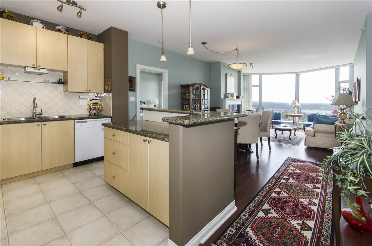 """Main Photo: 1005 160 E 13TH Street in North Vancouver: Central Lonsdale Condo for sale in """"The Grande"""" : MLS®# R2266031"""