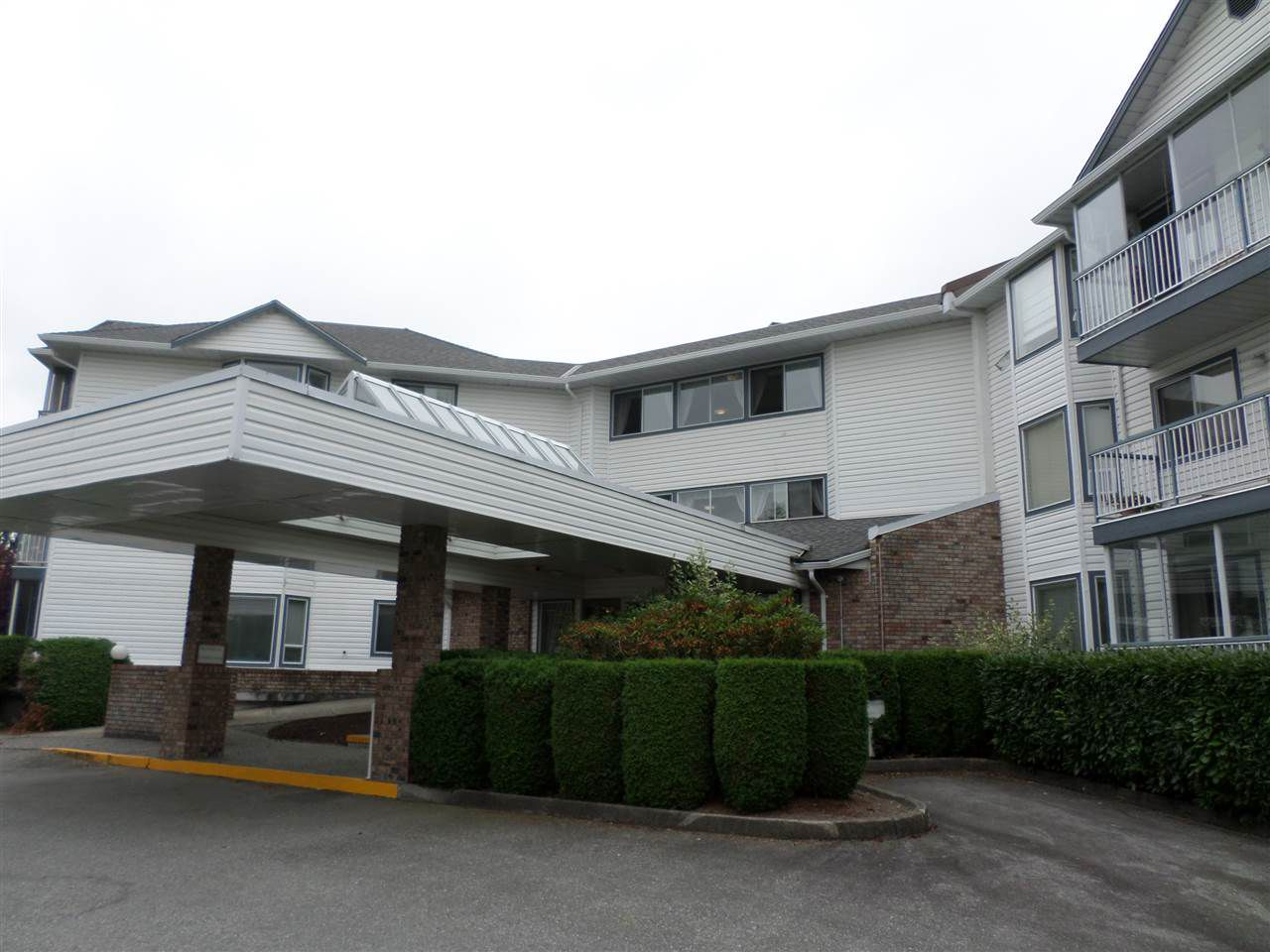 "Main Photo: 311 2425 CHURCH Street in Abbotsford: Abbotsford West Condo for sale in ""Parkview Place"" : MLS®# R2310743"
