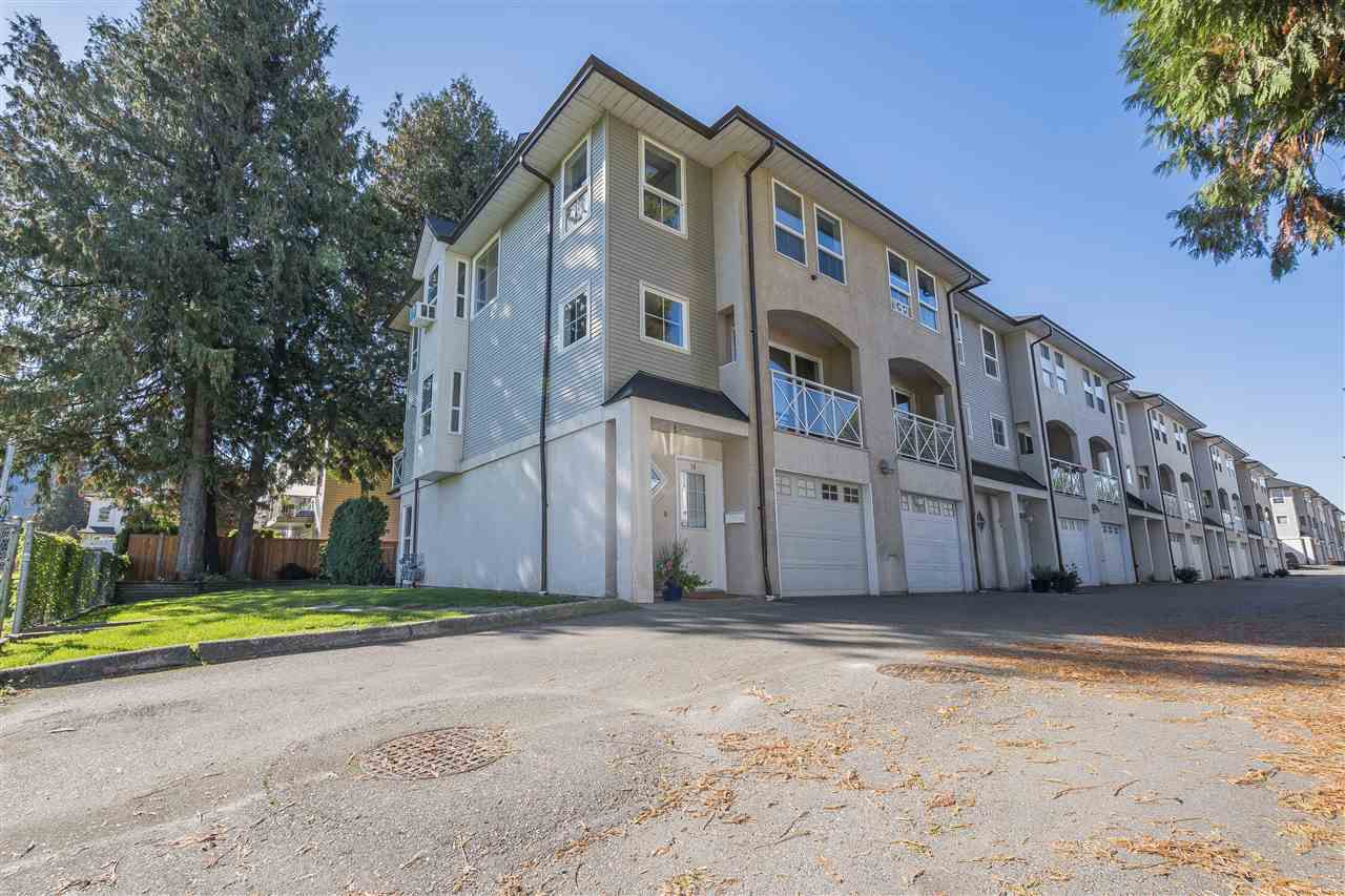 """Main Photo: 18 5926 VEDDER Road in Sardis: Vedder S Watson-Promontory Townhouse for sale in """"CATALINA COURT"""" : MLS®# R2312452"""