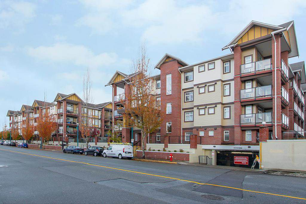 Main Photo: 105 5650 201A Street in Langley: Langley City Condo for sale : MLS®# R2331694
