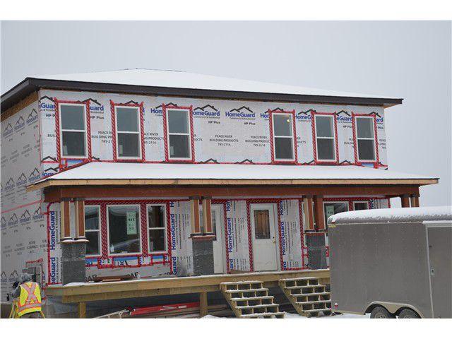 Main Photo: 9221 102 Avenue in Fort St. John: Fort St. John - City NE House 1/2 Duplex for sale (Fort St. John (Zone 60))  : MLS®# N232086