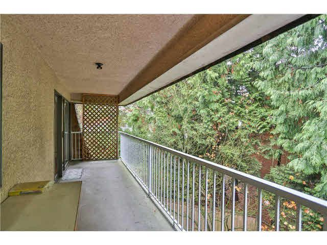 Main Photo: 402 5340 HASTINGS STREET in : Capitol Hill BN Condo for sale : MLS®# V979970