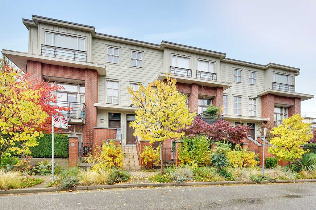 """Main Photo: 2818 WATSON Street in Vancouver: Mount Pleasant VE Townhouse for sale in """"DOMAIN"""" (Vancouver East)  : MLS®# R2216367"""