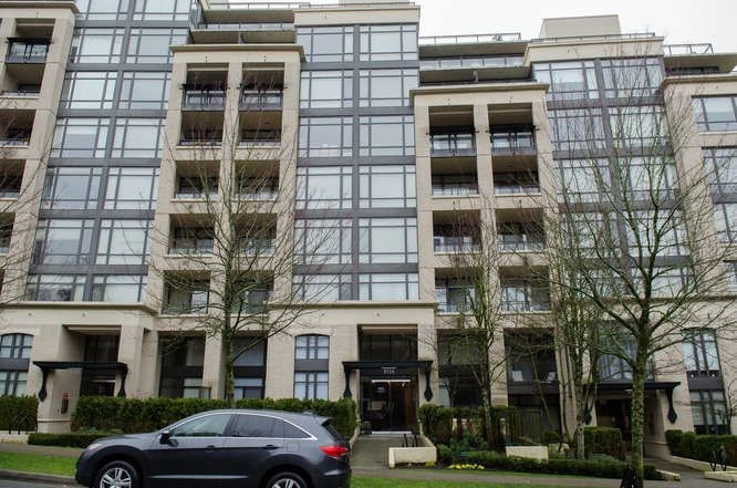 "Main Photo: 601 9320 UNIVERSITY Crescent in Burnaby: Simon Fraser Univer. Condo for sale in ""One University"" (Burnaby North)  : MLS®# R2237004"