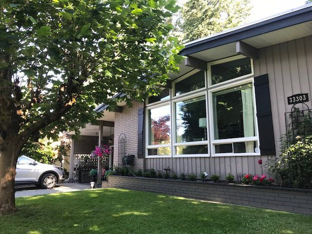 """Main Photo: 33303 PLAXTON Crescent in Abbotsford: Central Abbotsford House for sale in """"MILL LAKE"""" : MLS®# R2261575"""
