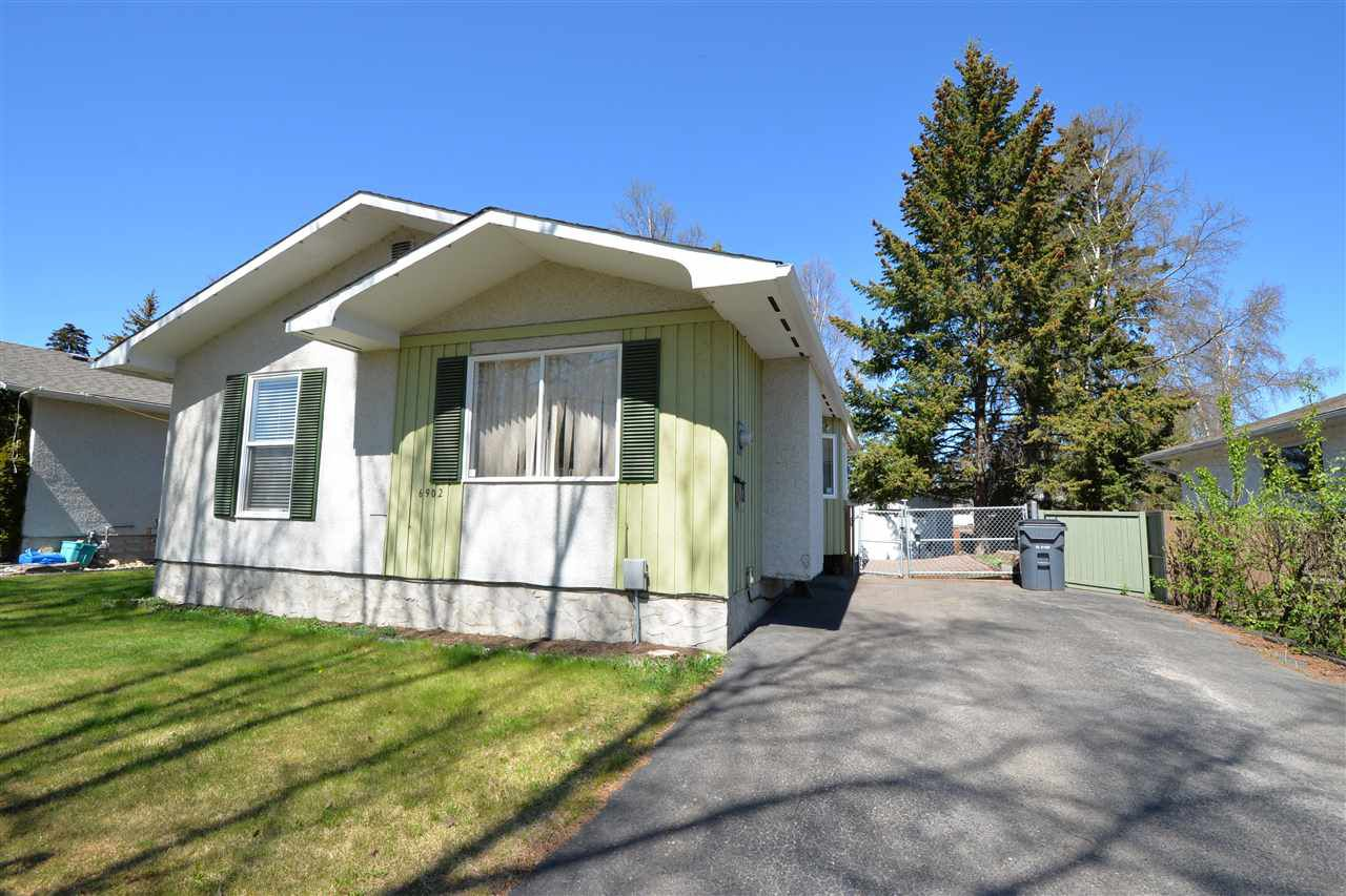 """Main Photo: 6902 FAIRMONT Crescent in Prince George: Lower College House for sale in """"LOWER COLLEGE HEIGHTS"""" (PG City South (Zone 74))  : MLS®# R2368254"""