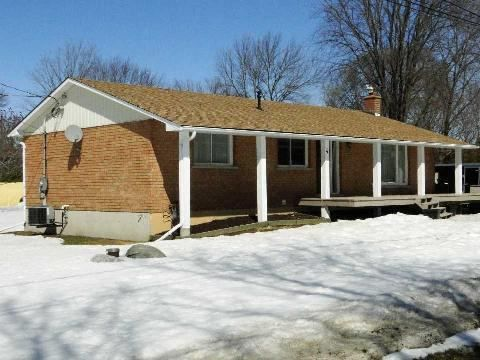 Main Photo: 4 Vine Avenue in Georgina: Pefferlaw House (Bungalow) for sale : MLS®# N2868079