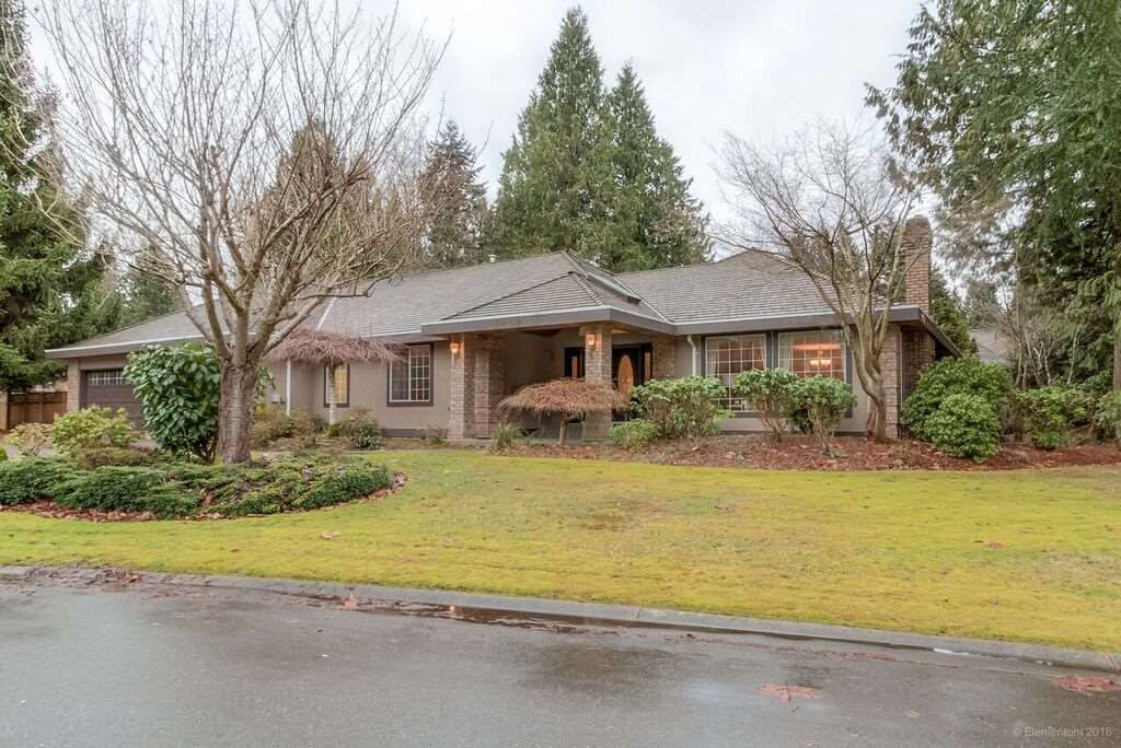 """Main Photo: 3060 NORTHCREST Drive in Surrey: Elgin Chantrell House for sale in """"Elgin Park"""" (South Surrey White Rock)  : MLS®# R2035886"""