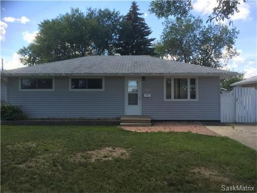 Main Photo: 328 ROYAL Street in Regina: Regent Park Single Family Dwelling for sale (Regina Area 02)  : MLS®# 585403
