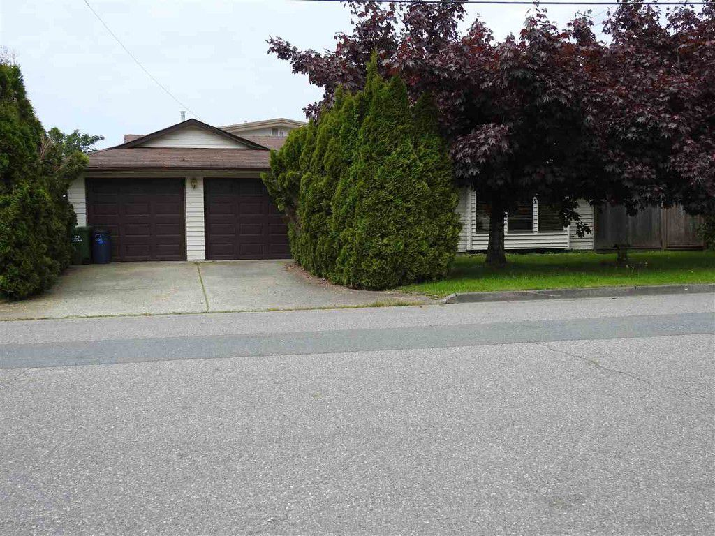 Main Photo: 46392 First Ave in Chilliwack: House for rent