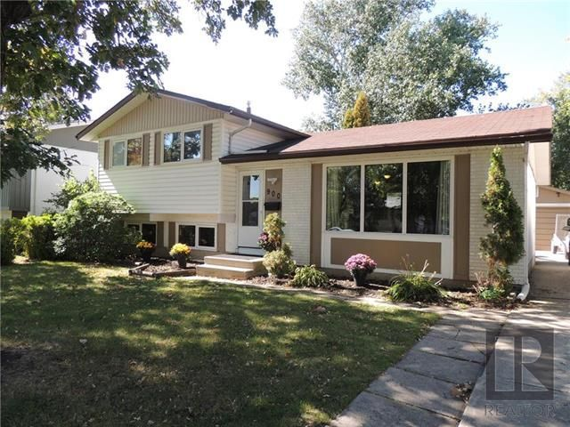 Main Photo: 900 Isbister Street in Winnipeg: Crestview Residential for sale (5H)  : MLS®# 1824712