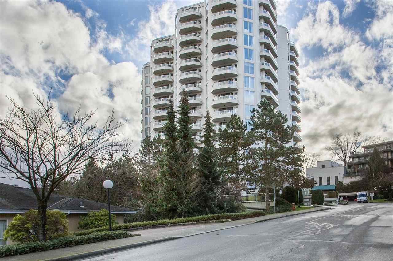 "Main Photo: 703 71 JAMIESON Court in New Westminster: Fraserview NW Condo for sale in ""PALACE QUAY"" : MLS®# R2330240"