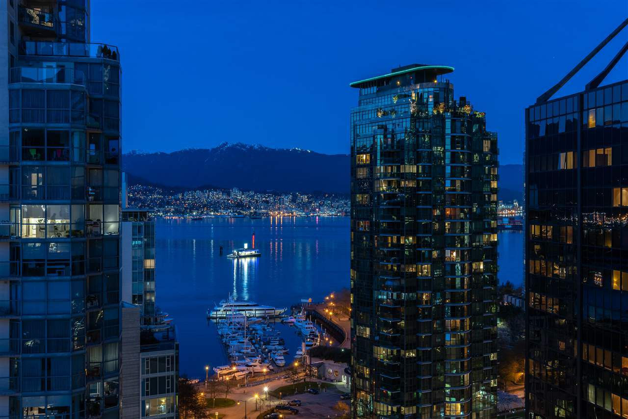 "Main Photo: 1701 1420 W GEORGIA Street in Vancouver: West End VW Condo for sale in ""GEORGE"" (Vancouver West)  : MLS®# R2356648"