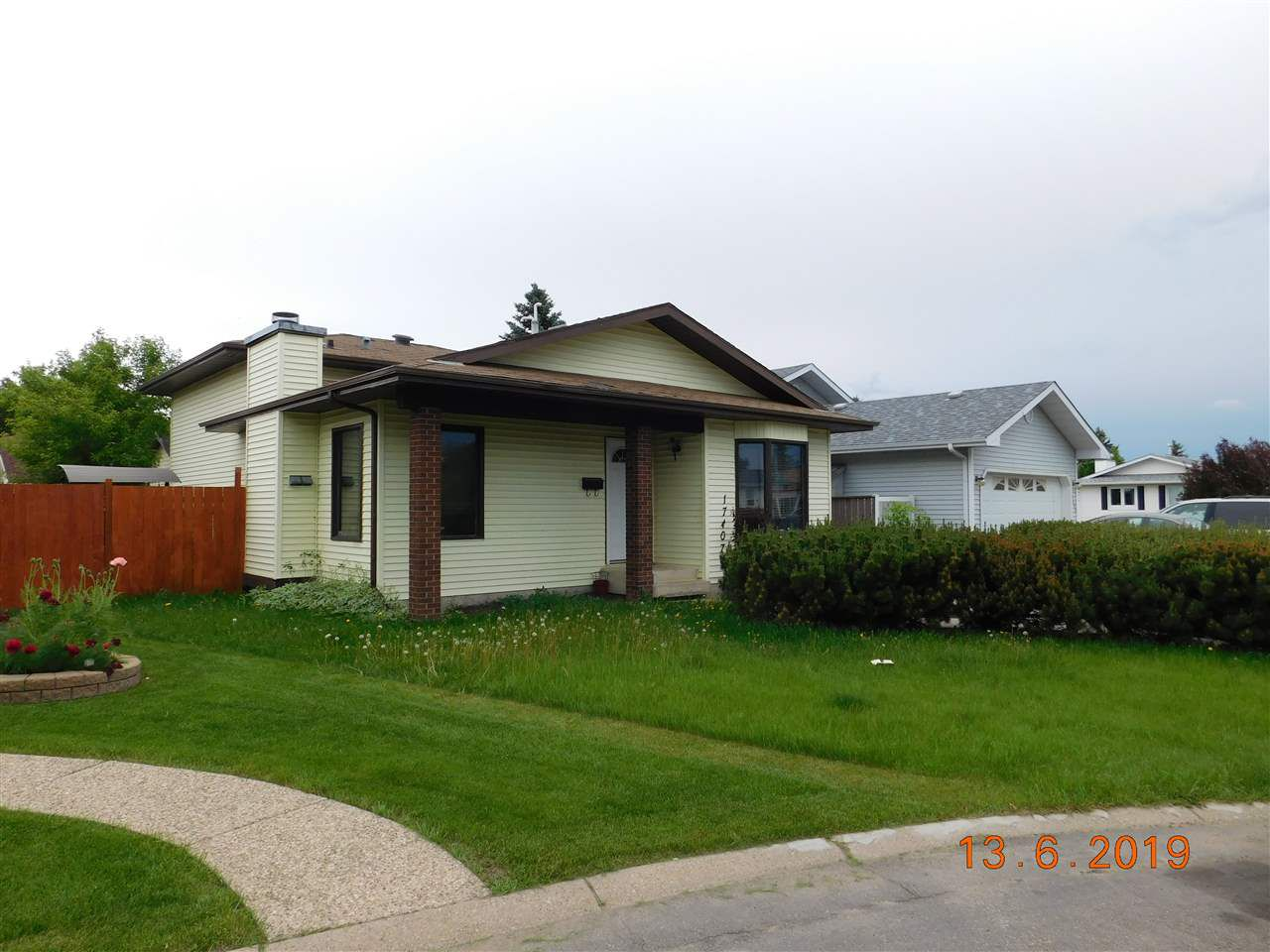 Main Photo: 17407 95A Street in Edmonton: Zone 28 House for sale : MLS®# E4161492