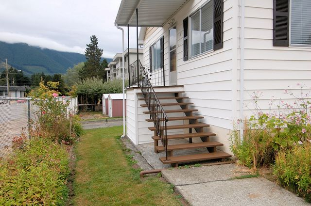 Photo 2: Photos: 44 LAKEVIEW AVENUE in LAKE COWICHAN: House for sale : MLS®# 344685