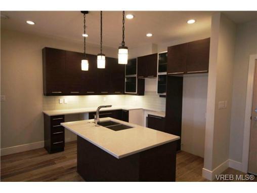 Main Photo: 202 2850 Aldwynd Road in VICTORIA: La Fairway Condo Apartment for sale (Langford)  : MLS®# 336706