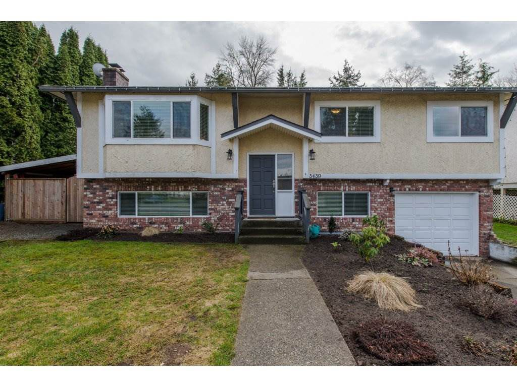 """Main Photo: 3439 CARIBOO Court in Abbotsford: Abbotsford East House for sale in """"Sandy Hill School Catchment"""" : MLS®# R2149363"""