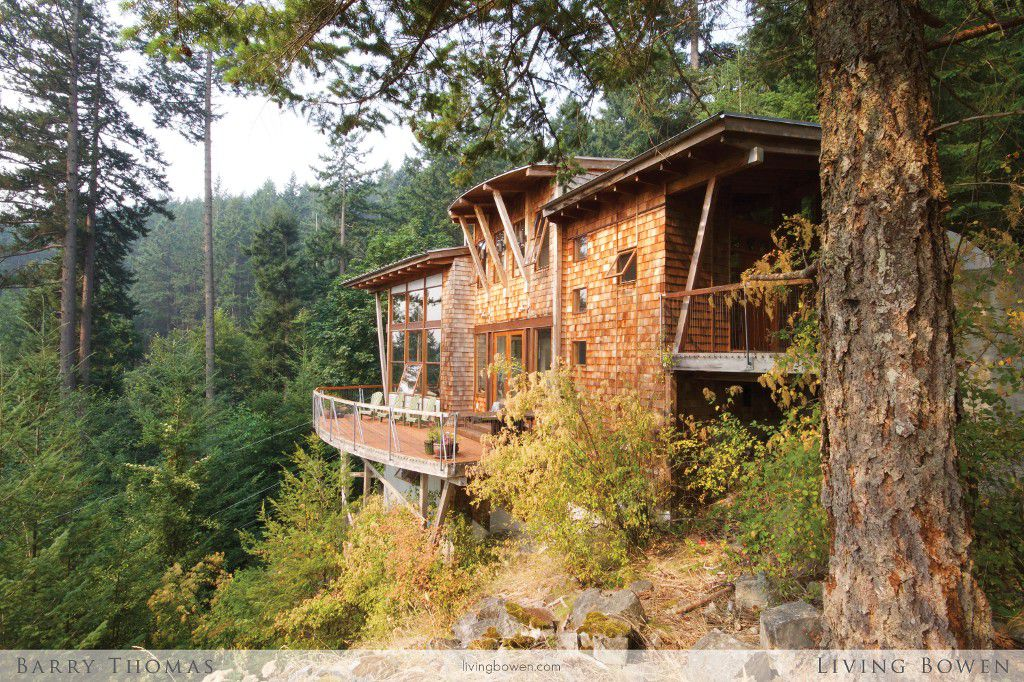 Main Photo: 376 Creek Road in Bowen Island: Eagle Cliff House for sale : MLS®# R2194765