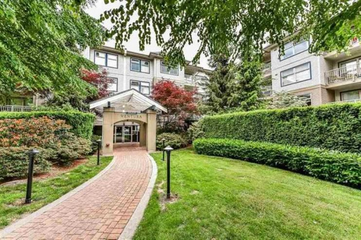 "Main Photo: 214 15210 GUILDFORD Drive in Surrey: Guildford Condo for sale in ""Boulevard Club"" (North Surrey)  : MLS®# R2339273"