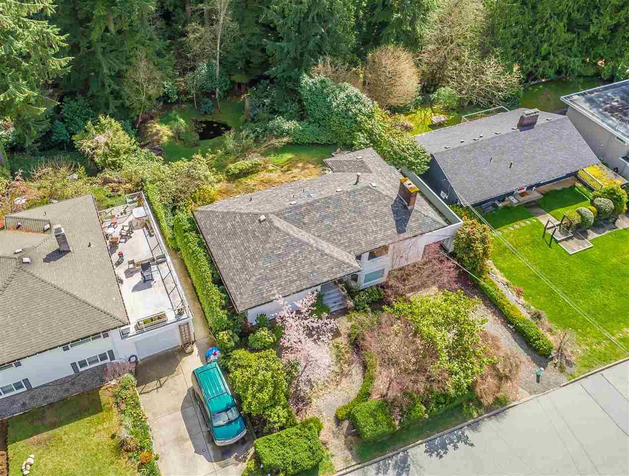 Main Photo: 3750 GLENVIEW Crescent in North Vancouver: Edgemont House for sale : MLS®# R2356226