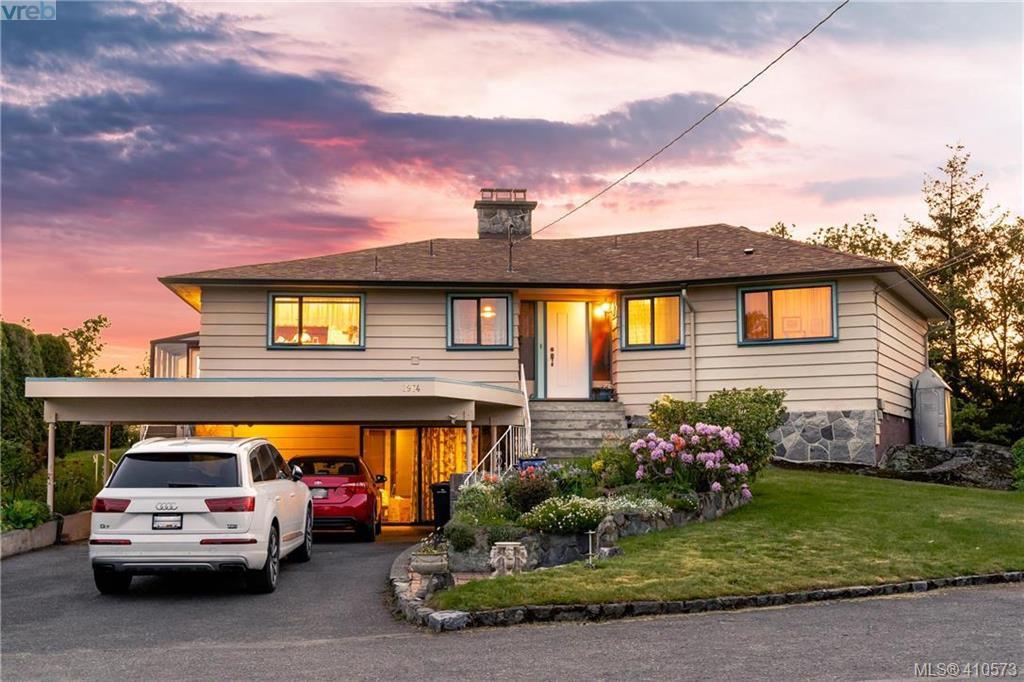 Main Photo: 2974 Irma Street in VICTORIA: Vi Burnside Single Family Detached for sale (Victoria)  : MLS®# 410573