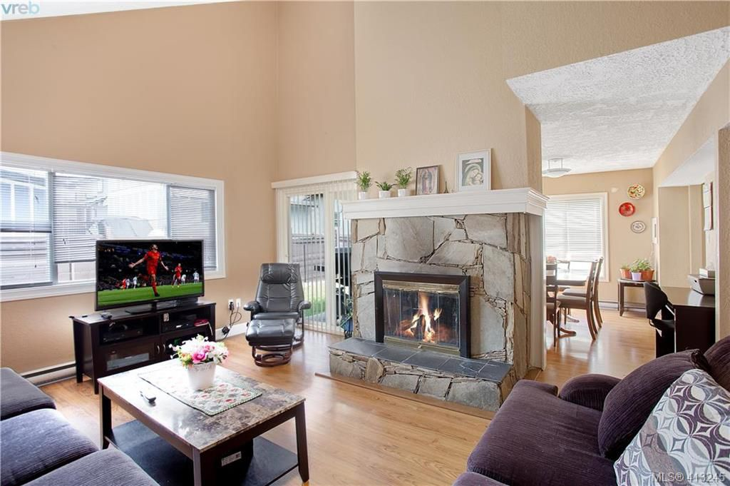 Main Photo: A 2974 Pickford Road in VICTORIA: Co Hatley Park Half Duplex for sale (Colwood)  : MLS®# 413245
