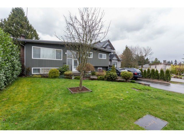 Main Photo: 9939 124TH Street in North Surrey: Home for sale : MLS®# F1435702