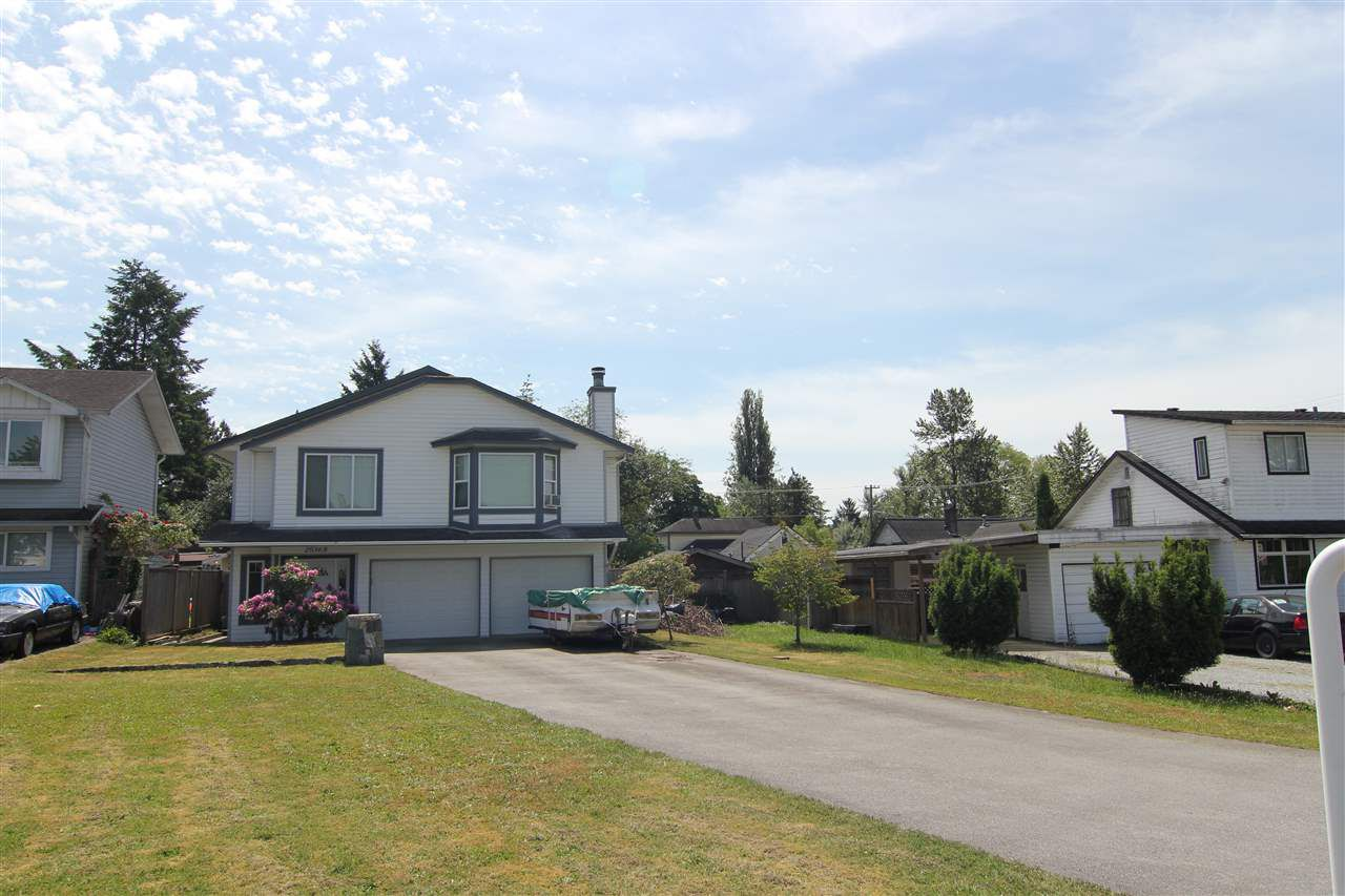 Main Photo: 20368 115 Avenue in Maple Ridge: Southwest Maple Ridge House for sale : MLS®# R2174452