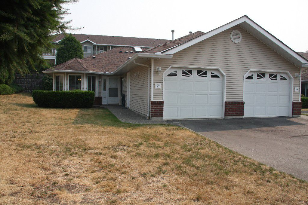 Main Photo: 87-1973 Winfield Drive in Abbotsford: Abbotsford East Townhouse for sale : MLS®# R2194369