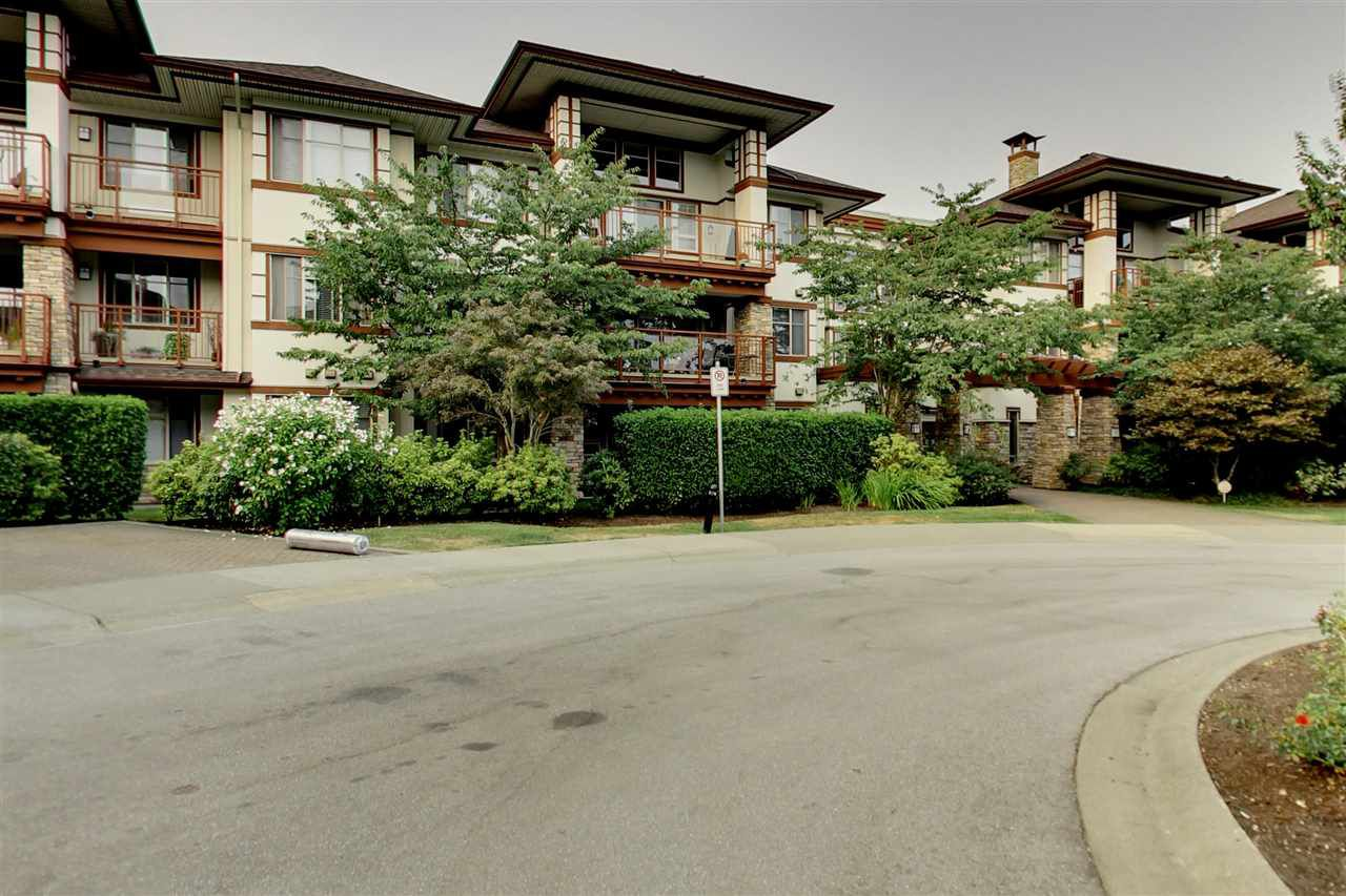 "Main Photo: 201 16499 64 Avenue in Surrey: Cloverdale BC Condo for sale in ""St. Andrews"" (Cloverdale)  : MLS®# R2203921"