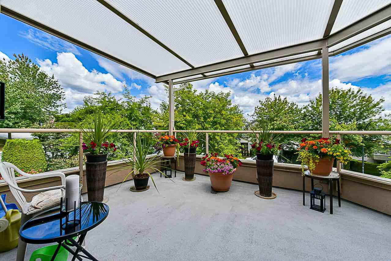 """Main Photo: 303 78 RICHMOND Street in New Westminster: Fraserview NW Condo for sale in """"Governor's Court"""" : MLS®# R2366411"""