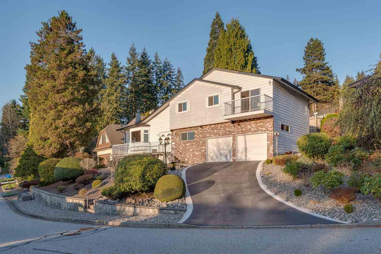 Main Photo: 175 ROE Drive in Port Moody: Barber Street House for sale : MLS®# R2373062