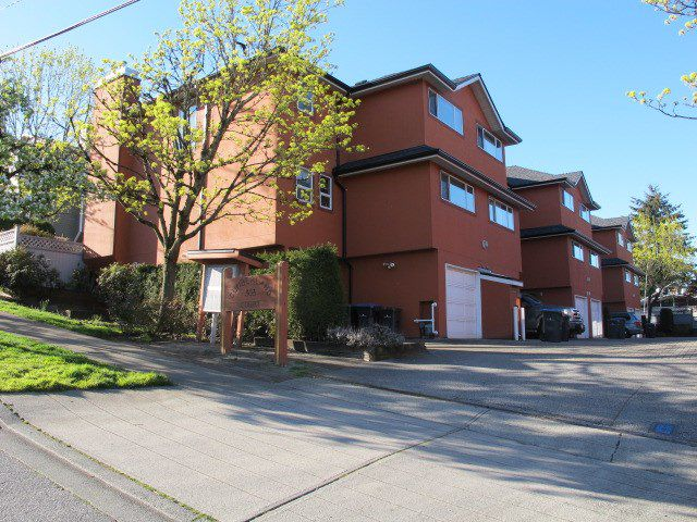 Main Photo: 103 303 CUMBERLAND Street in New Westminster: Sapperton Townhouse for sale : MLS®# R2053717