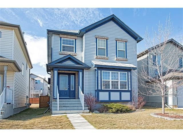 Inviting curb appeal only steps from schools, parks, transit and amenities - 224 Coverpark Green NE