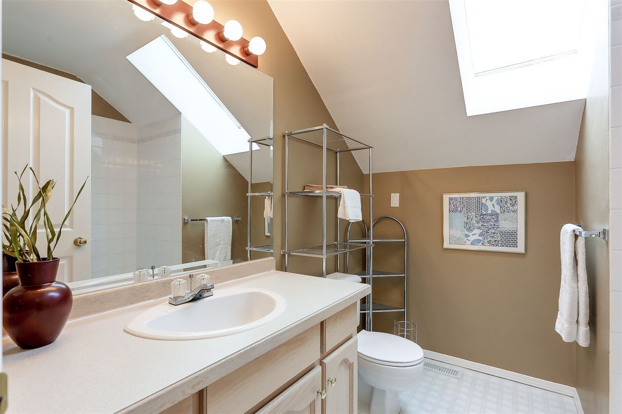 Photo 16: Photos: 12159 BLOSSOM Street in Maple Ridge: East Central House for sale : MLS®# R2152233