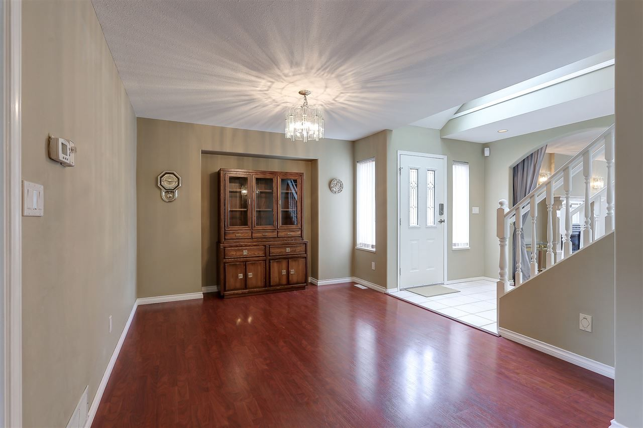 Photo 6: Photos: 12159 BLOSSOM Street in Maple Ridge: East Central House for sale : MLS®# R2152233