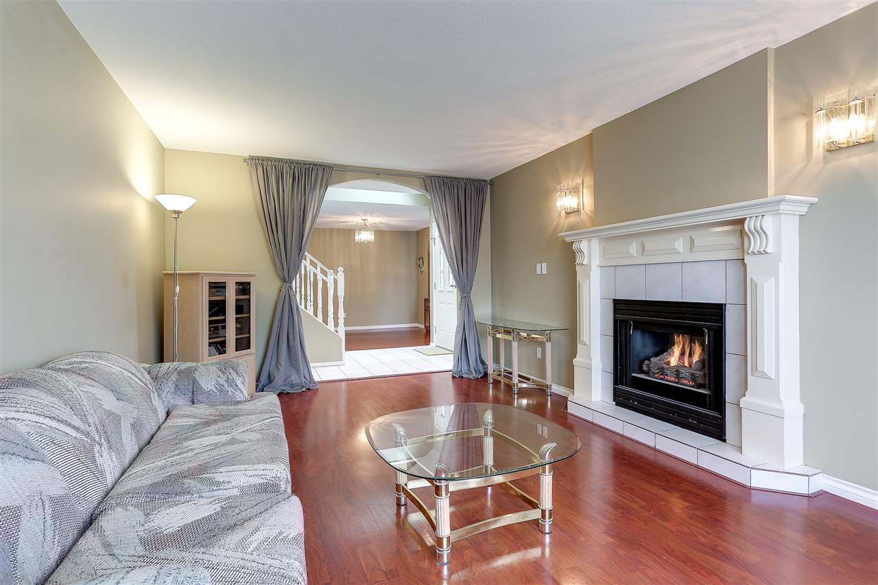Photo 3: Photos: 12159 BLOSSOM Street in Maple Ridge: East Central House for sale : MLS®# R2152233