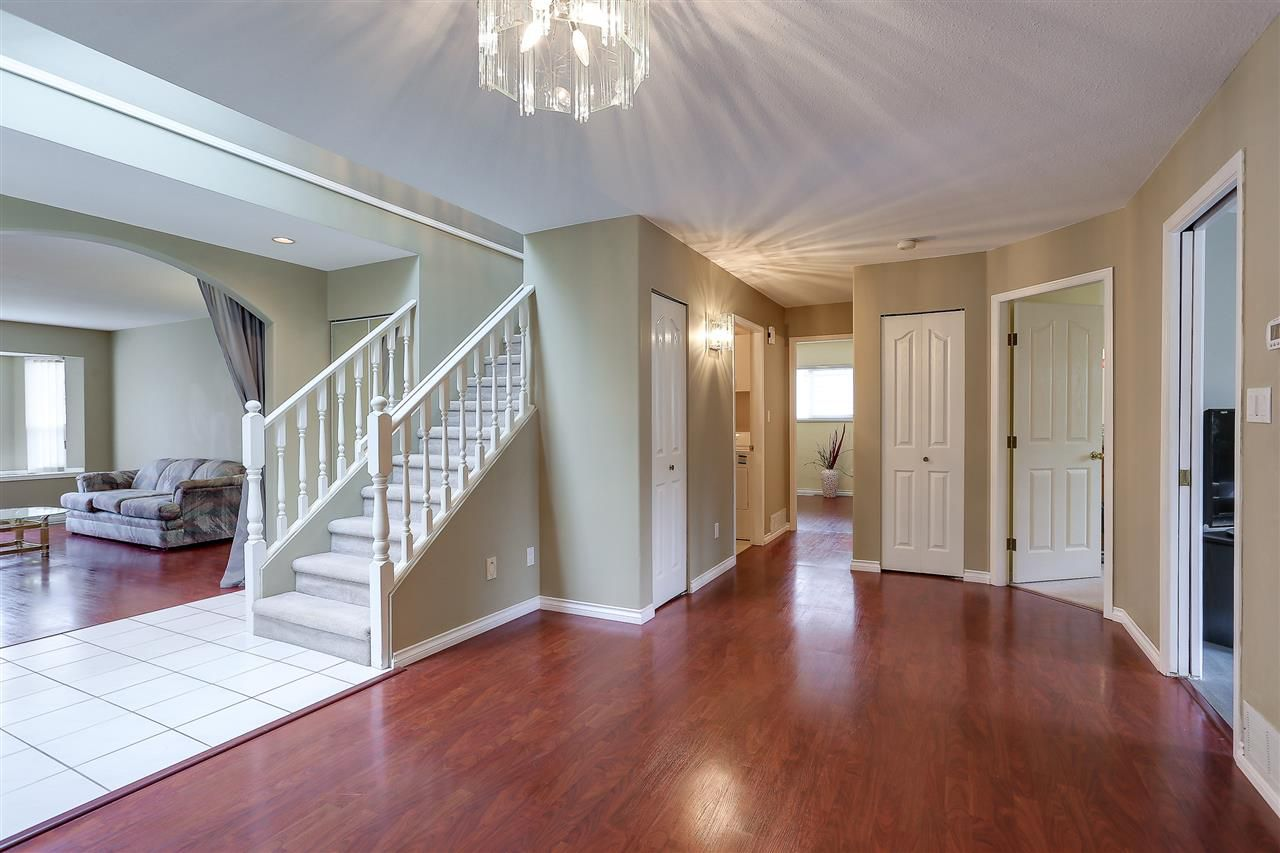 Photo 5: Photos: 12159 BLOSSOM Street in Maple Ridge: East Central House for sale : MLS®# R2152233