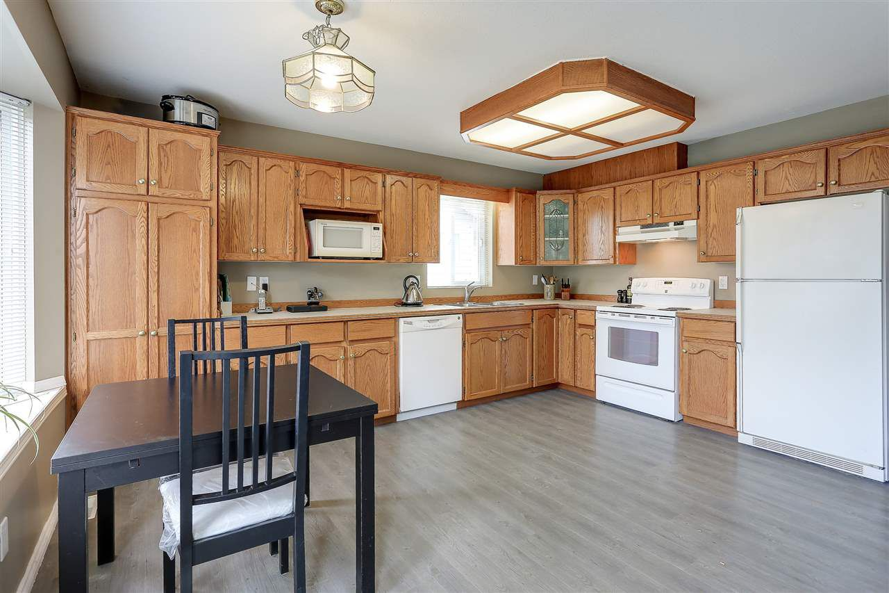 Photo 7: Photos: 12159 BLOSSOM Street in Maple Ridge: East Central House for sale : MLS®# R2152233