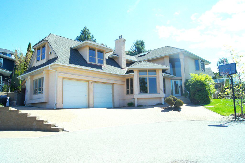 Main Photo: 777 Westpoint Drive in Kelowna: Lower Mission House for sale : MLS®# 10133832