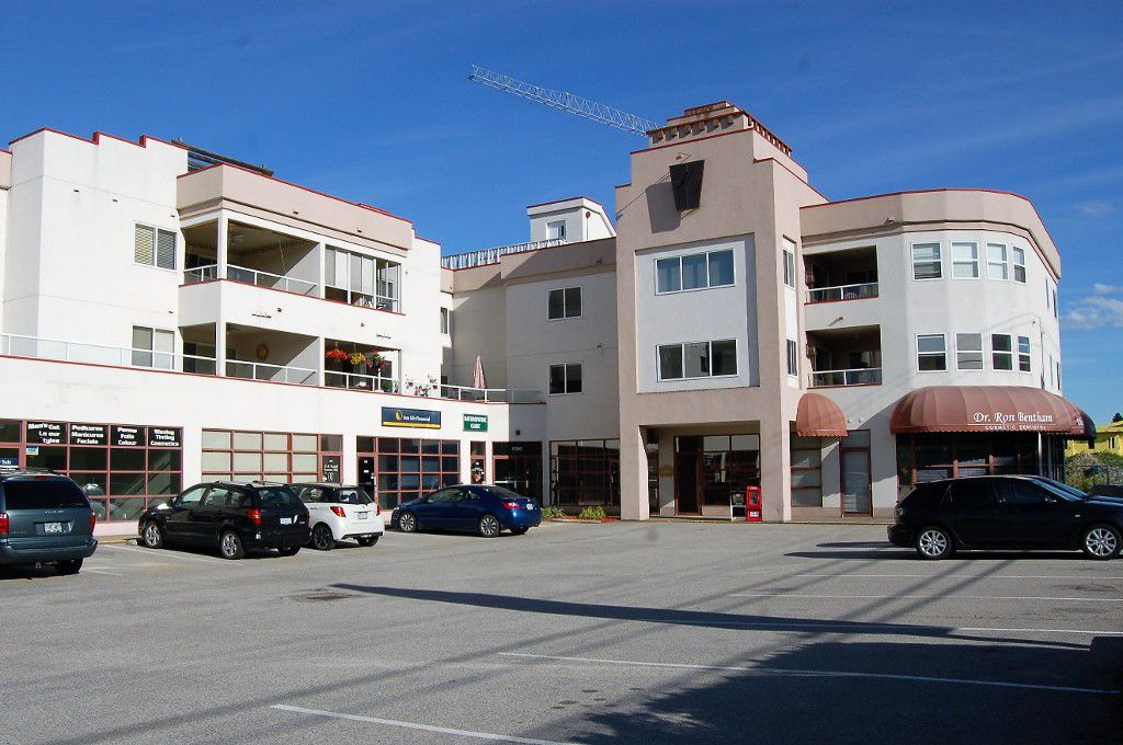 Main Photo: 203 3310 Skaha Lake Road in Penticton: South Multi-family for sale : MLS®# 167021