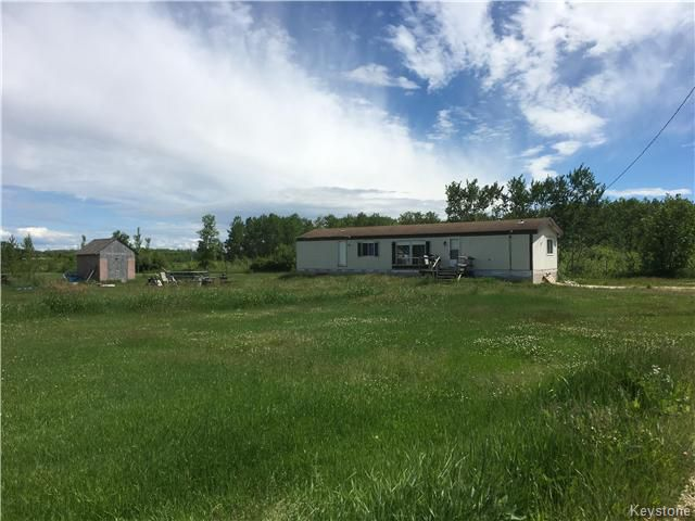 Main Photo: 720 Thomas Road in Winnipeg Beach: RM of St Andrews Residential for sale (R26)  : MLS®# 1716128