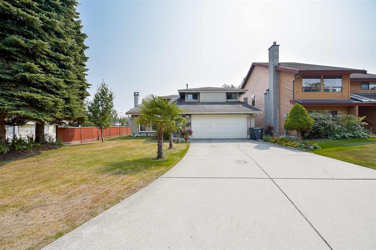 """Main Photo: 13390 65B Avenue in Surrey: West Newton House for sale in """"WEST NEWTON"""" : MLS®# R2198299"""