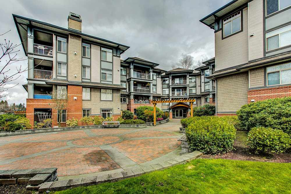 "Main Photo: 107 12020 207A Street in Maple Ridge: Northwest Maple Ridge Condo for sale in ""WESTBROOKE"" : MLS®# R2255242"